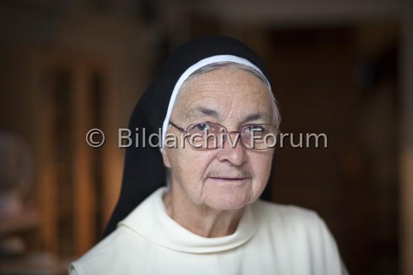 Schwester Ingrid Grave