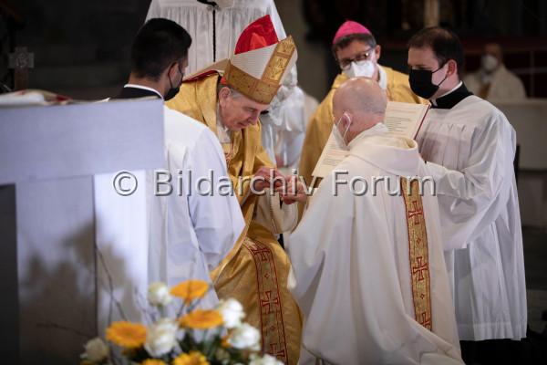 Bischofsweihe<br /><br /> von Joseph M. Bonnemain